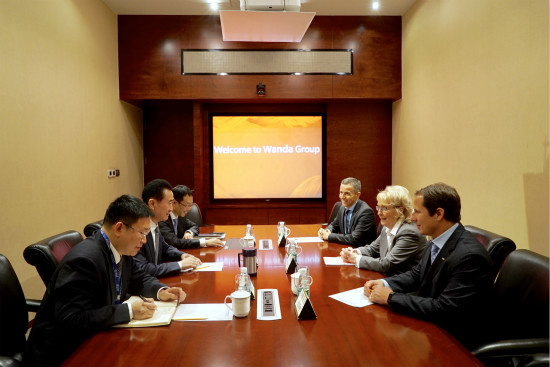 王健林董事长会见世界冰壶联合会主席