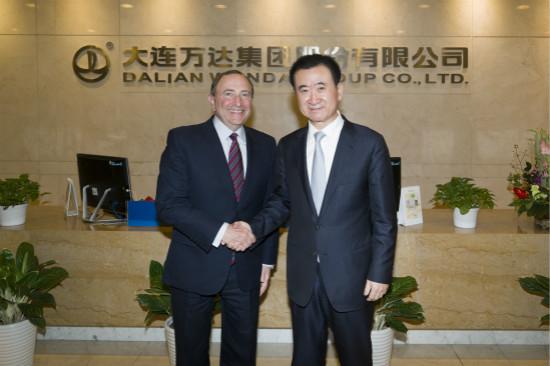 王健林董事长会见美国冰球职业联盟主席