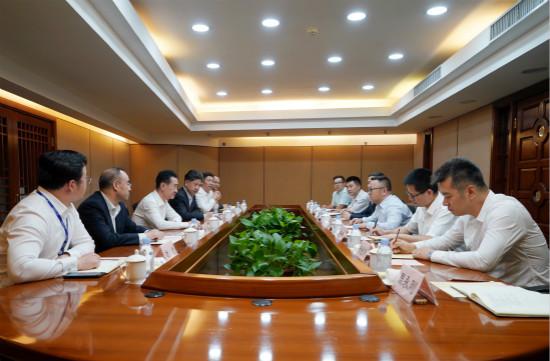 王健林董事长会见贵州省机场集团董事长王勇