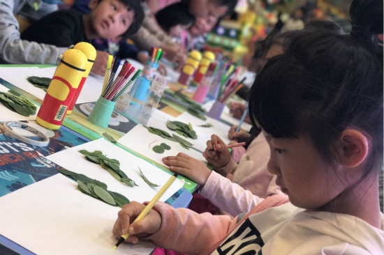 宝贝王朝阳乐园举办树叶作画亲子活动