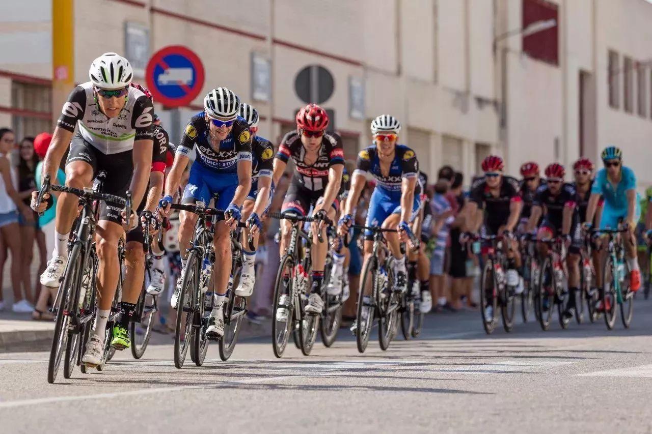 今日头条连续6天全程直播环广西公路自行车世巡赛