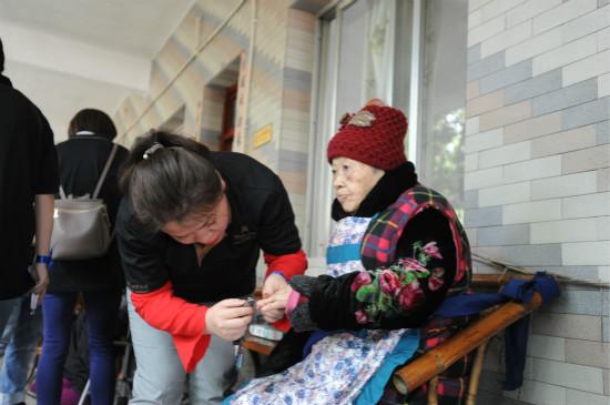 成都万达瑞华酒店义工探望颐乐村养老院