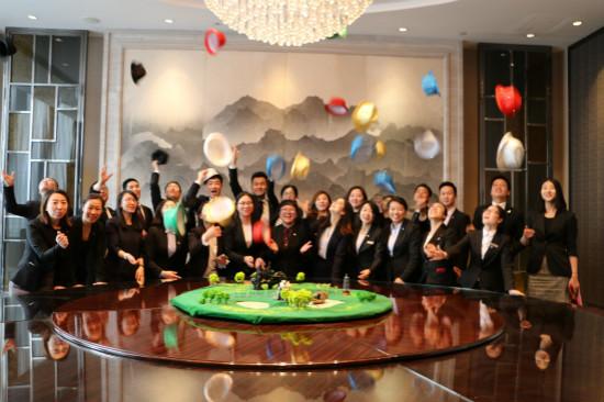 """酒管公司在武汉万达嘉华酒店举办""""六顶思考帽""""培训"""