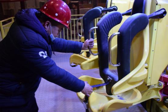 青岛万达乐园启动游乐设备测试
