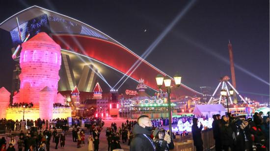 哈尔滨万达冰灯大世界亮相 大型冰雪主题乐园全新升级