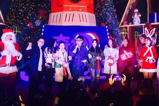 """南昌万达乐园举办""""《中国新歌声》圣诞唱响夜"""""""