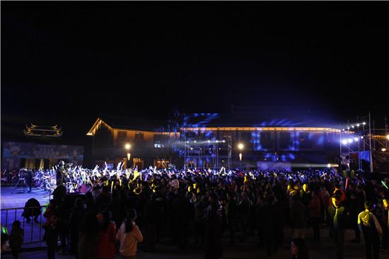 丹寨小镇跨年夜吸引游客近3万 半年游客数量突破300万人次