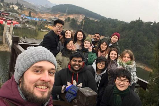 """五大洲国际大学生志愿者聚丹寨竞选""""轮值镇长"""""""