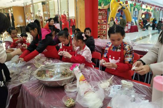 三水万达宝贝王举办饺子手工课活动