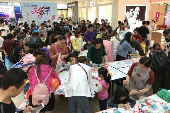 万州万达宝贝王举办第二届风筝节活动