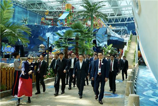 王健林董事长陪同成都市长罗强考察青岛东方影都