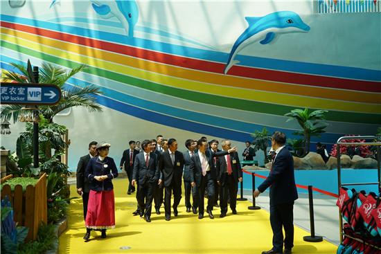 王健林董事长陪同贵宾参观青岛东方影都