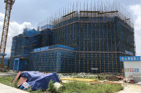 成都万达飞行影院建筑主体结构封顶