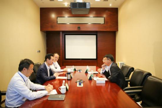王健林董事长会见苹果公司亚太区副总裁