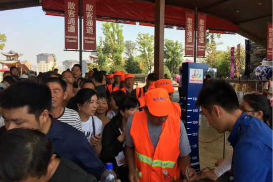 南昌万达乐园邀请先进工作者及环卫工人免费游园