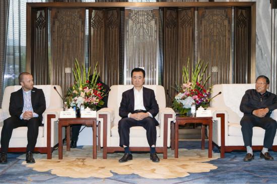 王健林董事长会见马拉松大满贯总裁团和田径协会主席