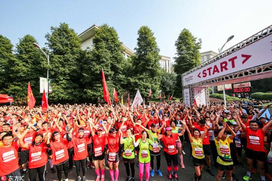 2018摇滚马拉松重庆站举行 全球近万名选手参赛