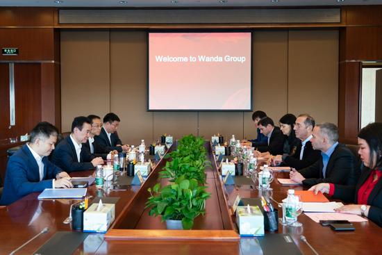 王健林董事长会见以色列驻华大使何泽伟