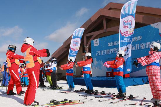 长白山国际度假区举办世界雪日暨国际儿童滑雪节活动