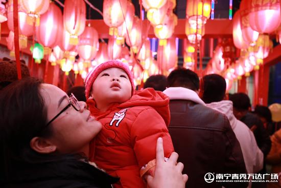 全国万达广场精心装点 欢庆元宵佳节
