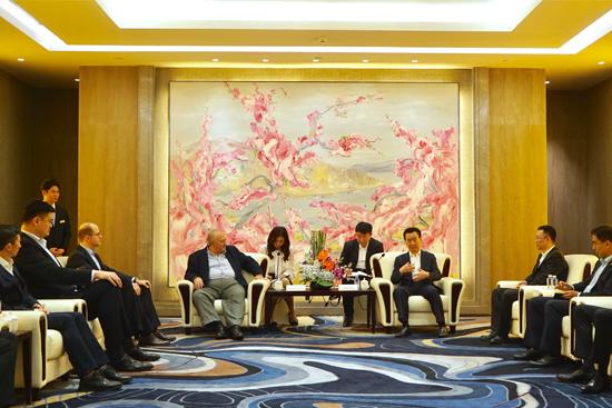 王健林董事長會見國際籃聯主席霍拉西奧·穆拉托雷