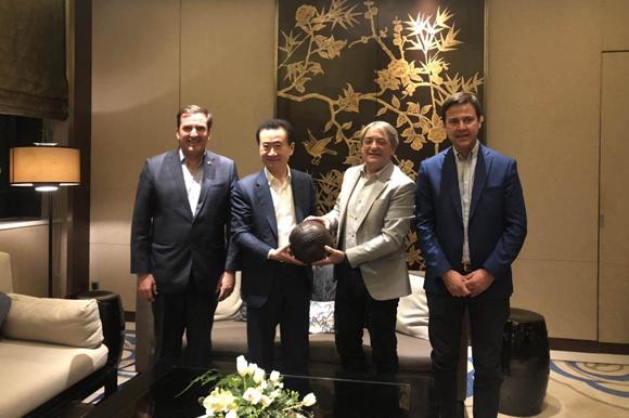 王健林董事长会见乌拉圭体育部长和驻华大使
