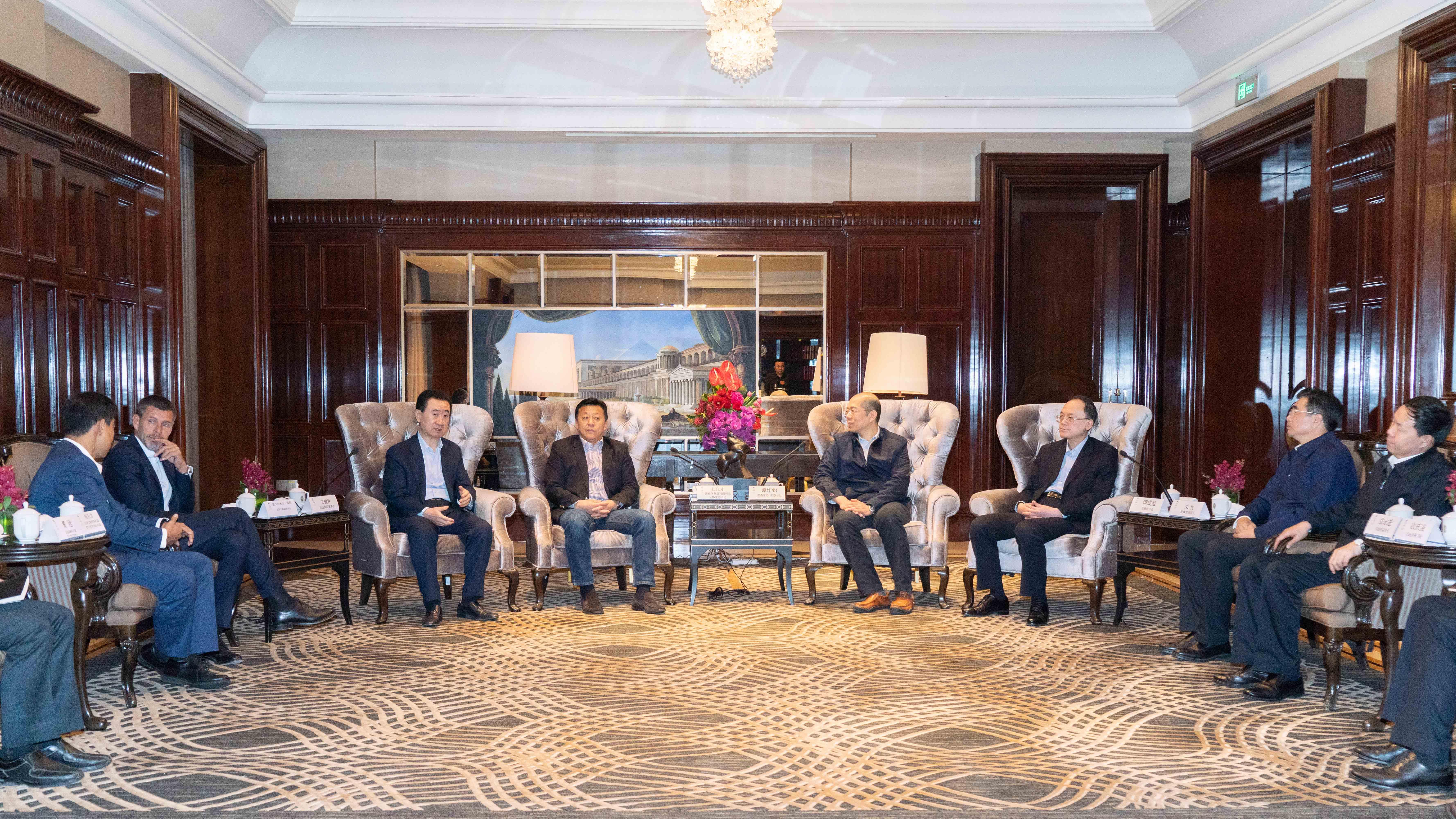国家体育总局副局长杜兆才等领导会见王健林董事长