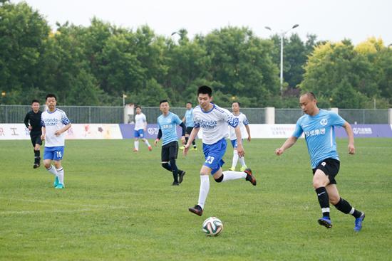 必发365第四届全国职工足球联赛在万达学院开赛