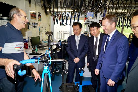 国际自行车联盟主席大卫·拉帕蒂安会见王健林董事长