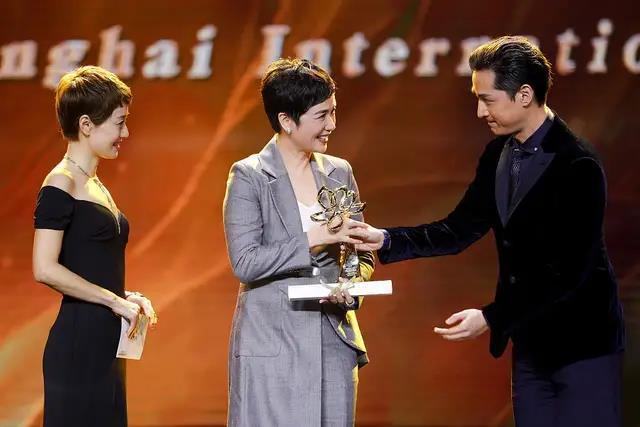 万达影视《正阳门下小女人》获白玉兰奖最佳女主角