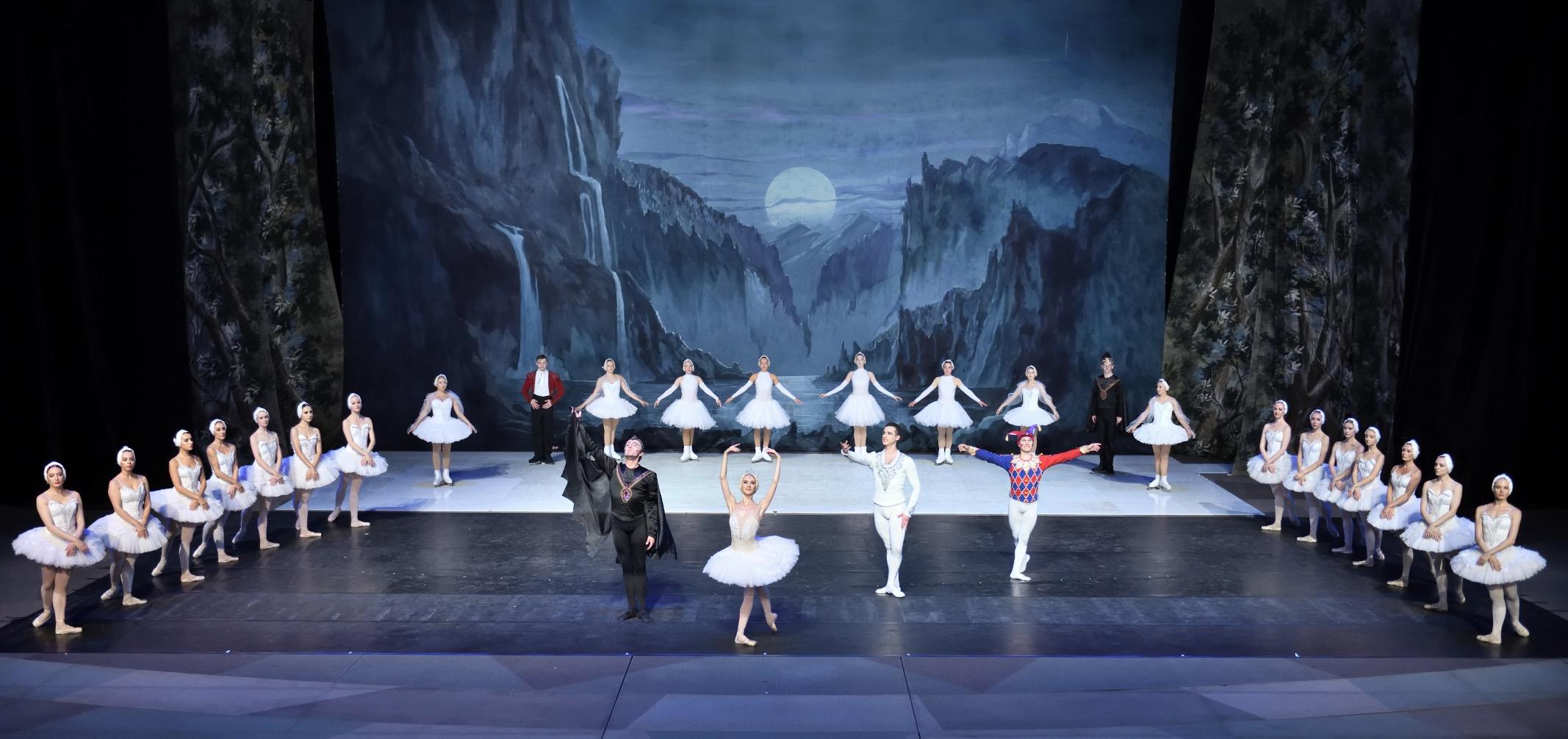 全球首创冰舞芭蕾《天鹅湖》汉秀剧场盛大开演