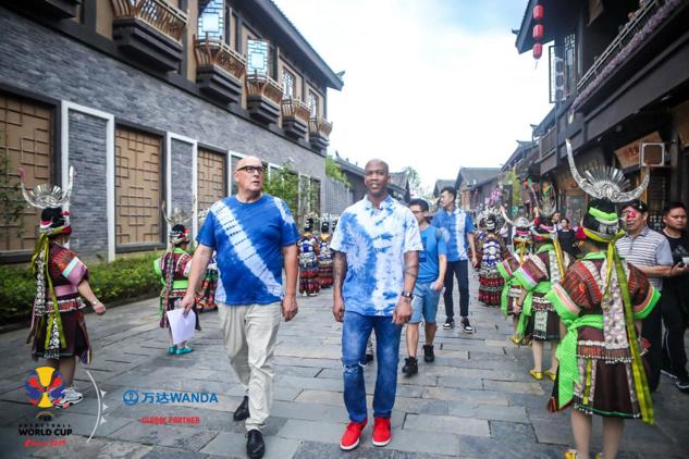篮球巨星马布里荣任丹寨万达小镇第91任轮值镇长
