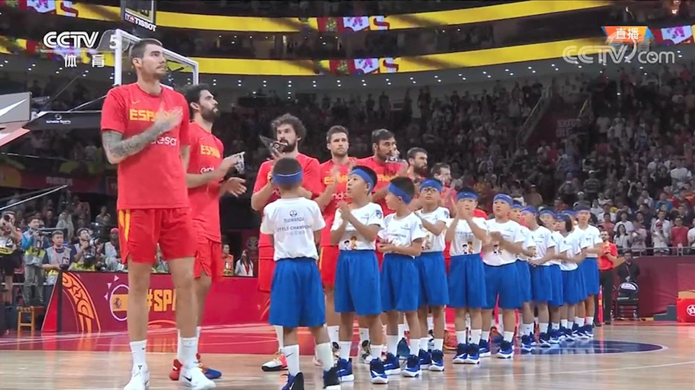 万达小冠军球童亮相篮球世界杯决赛