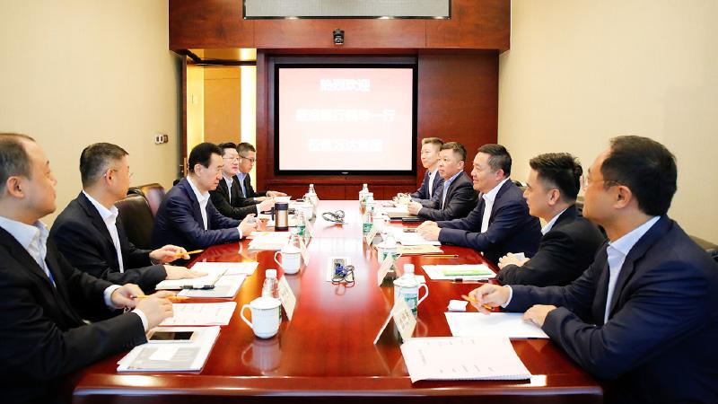 王健林董事长会见盛京银行总行行长张强