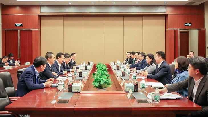 王健林董事长会见深圳市宝安区区长郭子平