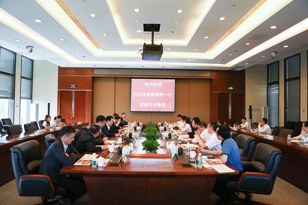 王健林董事长会见内江市市长郑莉