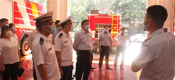 地产西安城市公司党支部与消防队开展党建活动