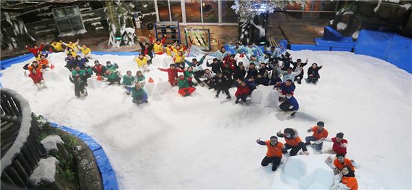 南宁万达娱雪乐园借势2022年冬奥会举办多场冰雪研学活动