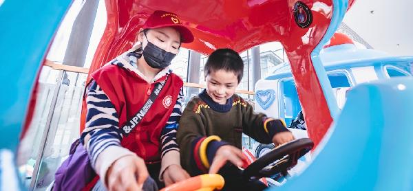 大慶讓胡路萬達廣場開展國際自閉癥日兒童關愛活動