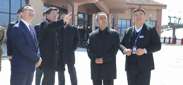 新疆维吾尔自治区副主席艾尔肯·吐尼亚孜考察长白山度假区