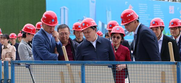 四川省副省长杨兴平考察成都万达UPMC国际医院