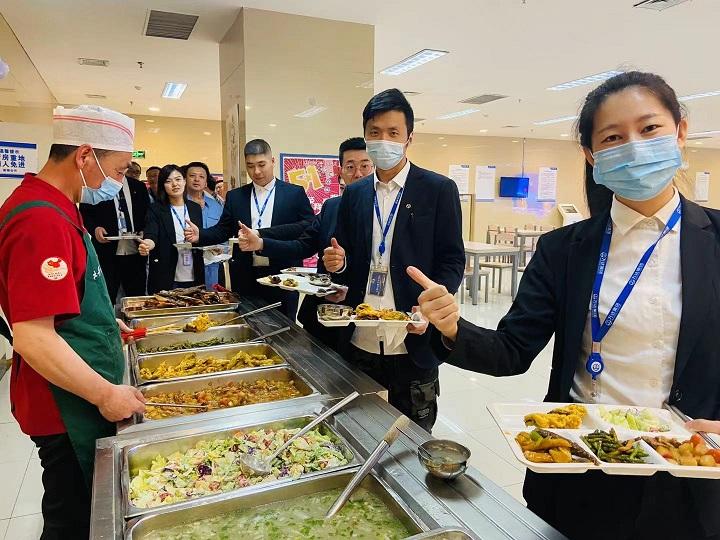商管北区五一期间开展关爱员工美食节活动