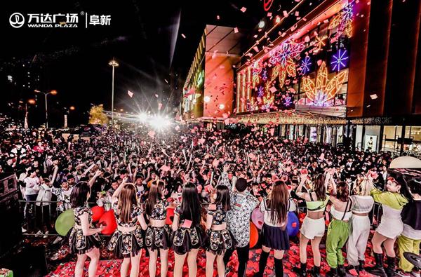 商管北区万达广场打造夏日外广场夜经济