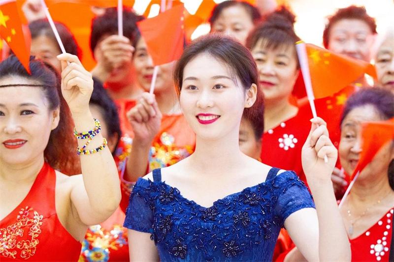唱支山歌給黨聽 全國381座萬達廣場用歌聲為她送上美好祝福