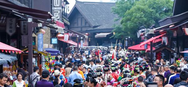 丹寨万达小镇开业至今游客累计超2500万人次