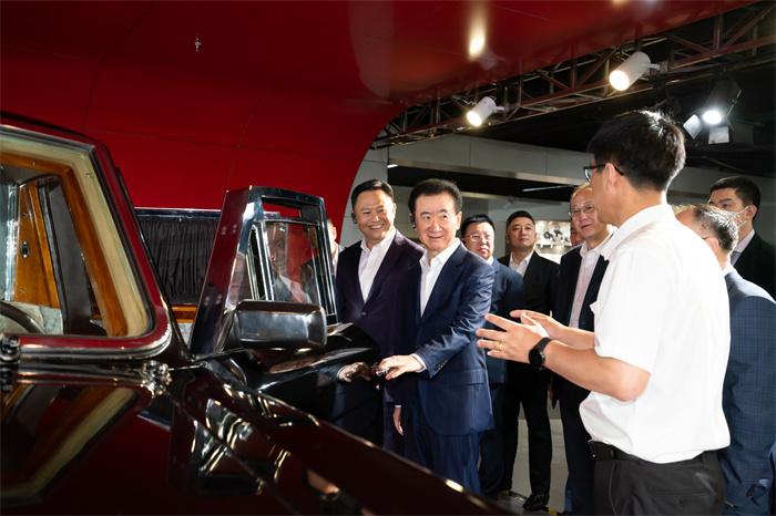 万达集团董事长王健林率队参观中国一汽集团
